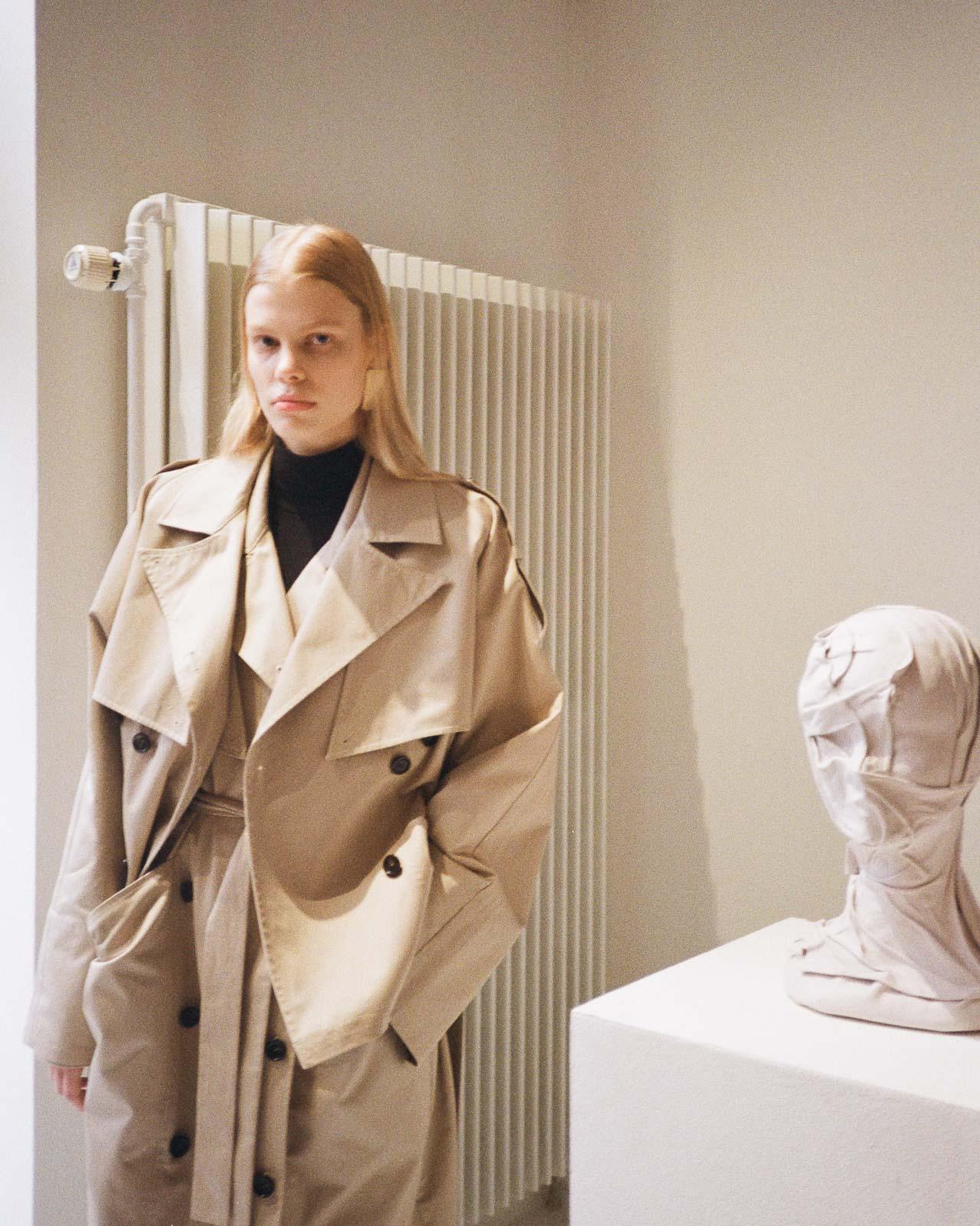 Gestuz AW20 Präsentation Copenhagen Fashion Week beige trench coat